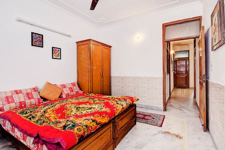 Double Bed with Breakfast in Delhi
