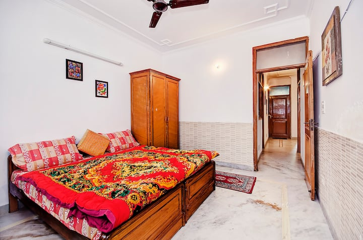 Double Bed with Breakfast in Delhi