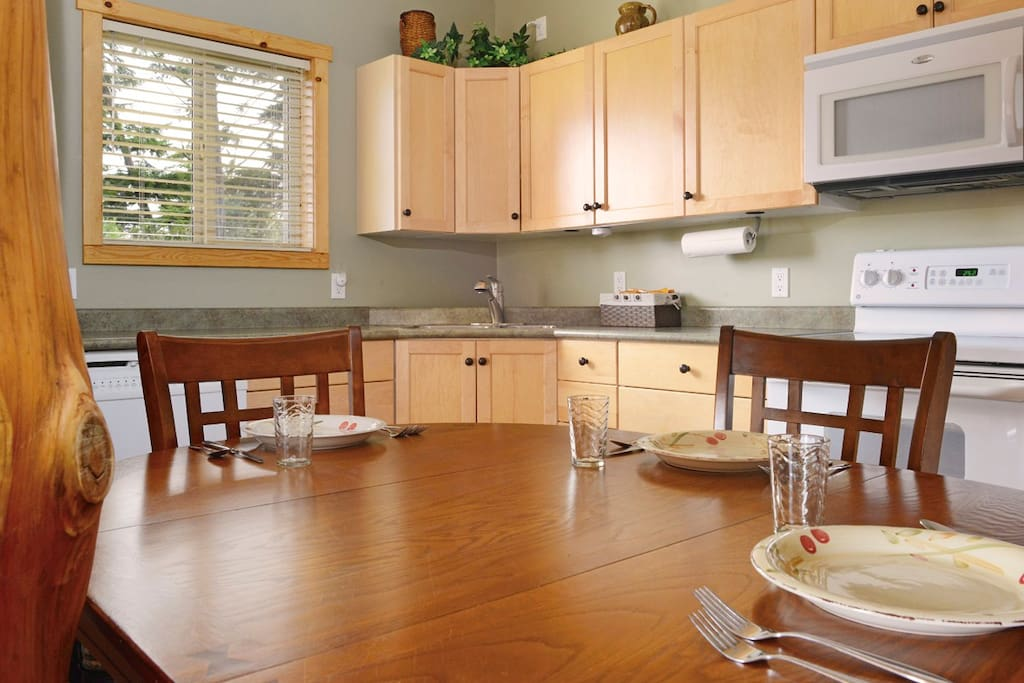 Full size kitchen with everything to make a gourmet meal