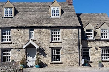 Private annexe in a cotswold stone village house