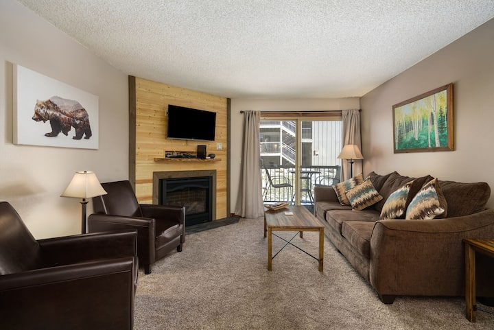 Easy Escape! 2 BD/2BA remodeled, steps to free bus!