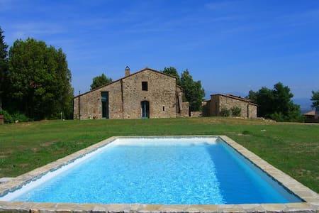 Agriturismo immerso nel verde della Toscana - Pari