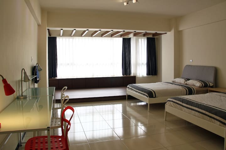 GROUP ROOM for 4 -8 people - Siaogang District, Kaohsiung - House