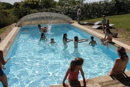 Grande maison avec piscine couverte - Rumah