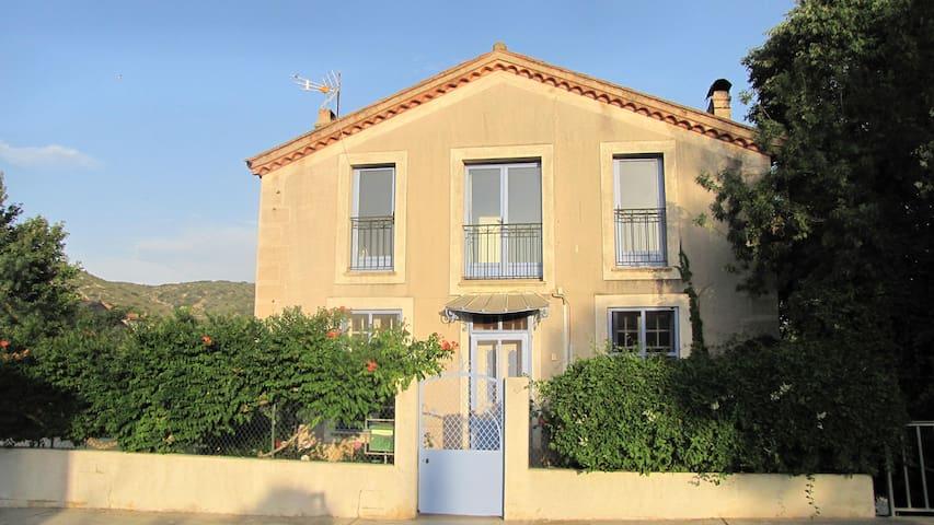 charmante maison - Paziols - Ev