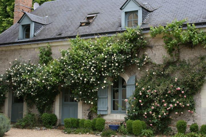"""La chambre  """"FRAMBOISE"""" - FORVENT - Grez-Neuville - Oda + Kahvaltı"""