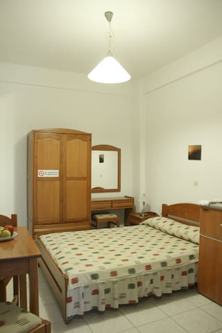 Ground floor room with a double bed - Fanari/Faros