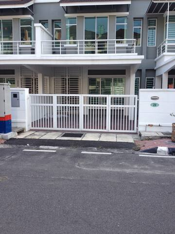 TownHouse 1 Room in GeorgeTown - George Town - House