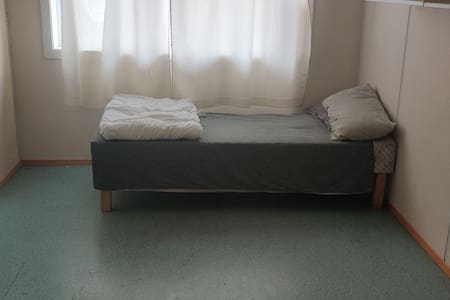 Single room with amenities for 1 guest or upto 2