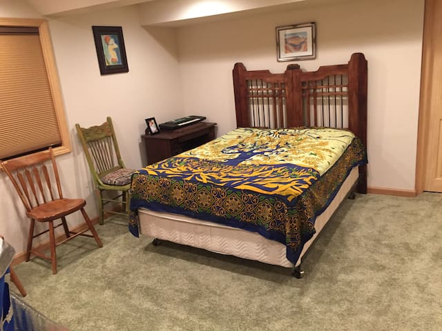 Garden level room with double bed (opens to main floor from stairs)