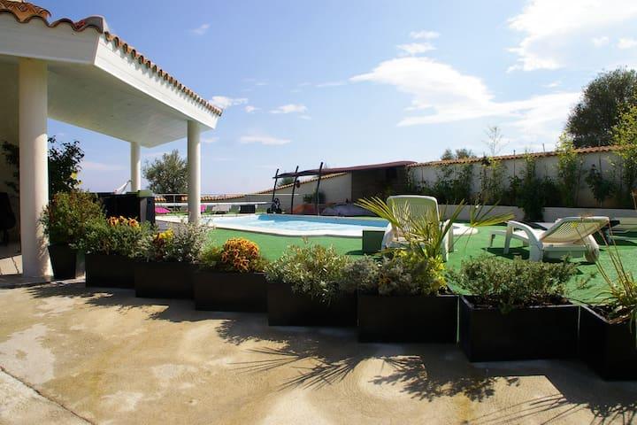 Mini Villa piscine mer montagne - Aléria - Villa