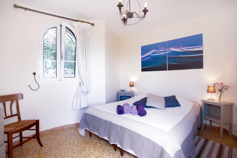 Chambre douillette au calme avec confortable lit Queen size