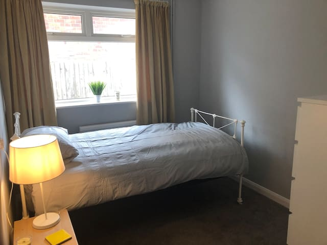 Peaceful single room in Willingdon/Ratton