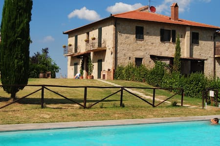 Fattoria Voltrona - FARM Bedroom - San Gimignano - Bed & Breakfast
