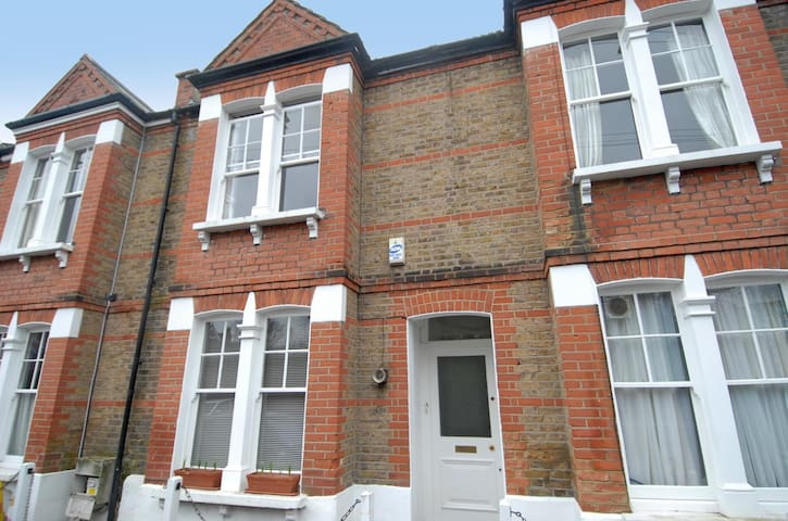 Double bedroom in 2 bed hse Dulwich