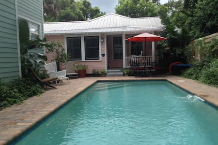 Charming Downtown Cottage with Private Pool!