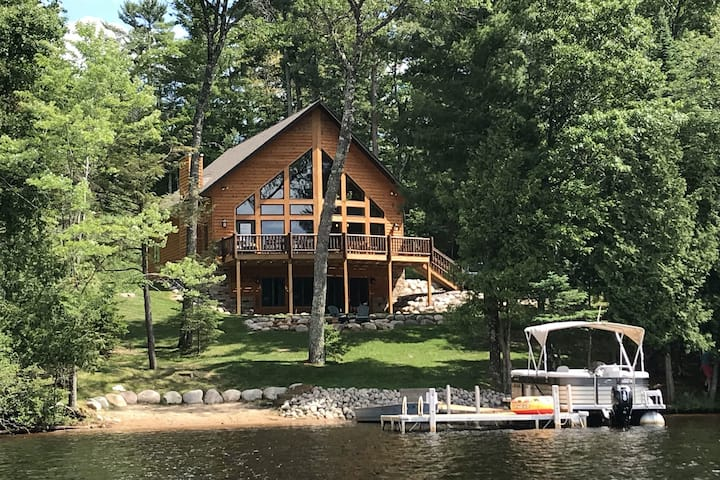 Gorgeous lakefront lodge w/ furnished deck, firepit, dock & boat