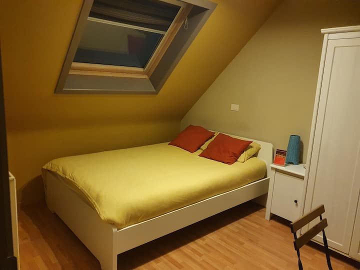 Pretty room in house(15min Grande place Brussels