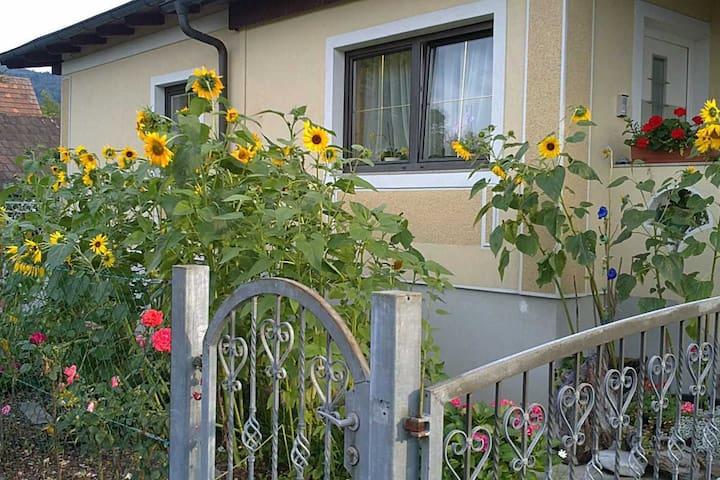 Zimmer mit Küche + eigener Eingang - Judendorf-Straßengel - Huis