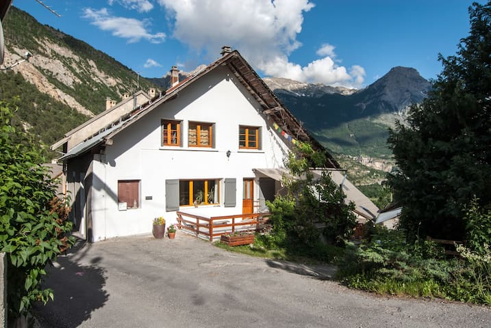 very spacious mountain apartment  - Les Vigneaux - Apartment