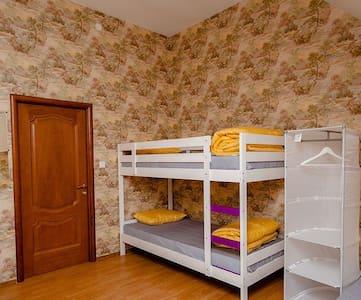 Комната в мини-отеле у метро. - Мурино