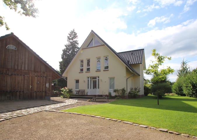 Stunning location close to Bremen ( 6/7 People) - Ritterhude - Huis