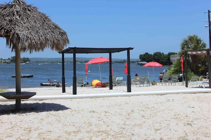 Lake LBJ Getaway, Beach, Pool, 2 Queen beds, View