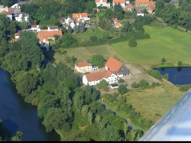 1-2 große ruhige Ferienwohnungen für 5-26 Personen - Felsberg