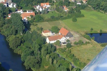 große und ruhige Ferienwohnung für 5-15 Personen - Felsberg