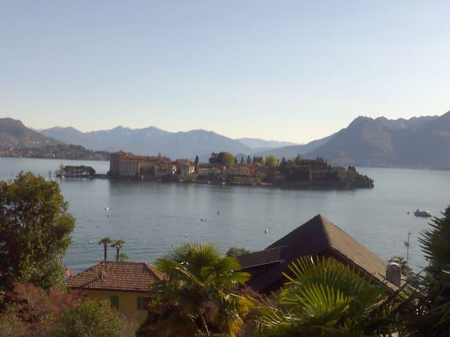 View of lake inside a secular park - Stresa - Apartamento