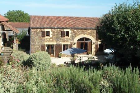 La Belle Grange au Bouyssou Haut - Saint-Laurent-la-Vallée