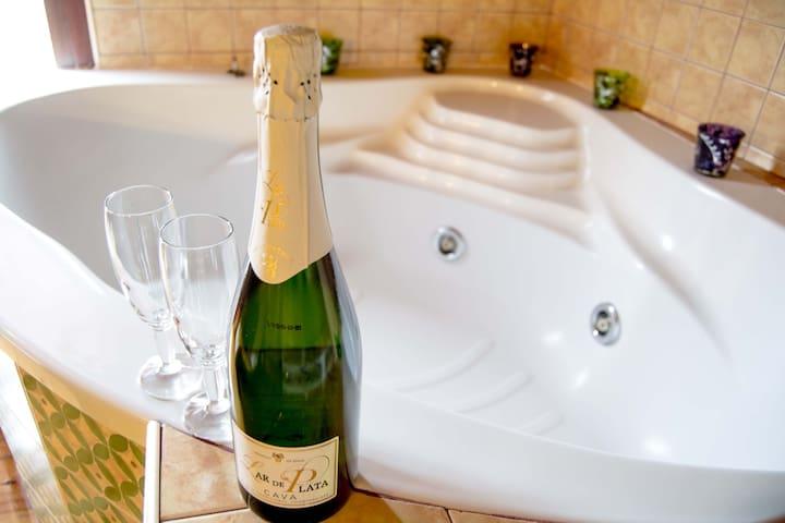 SUITE LOVE♥️Alojamiento romántico Jacuzzi y sauna.