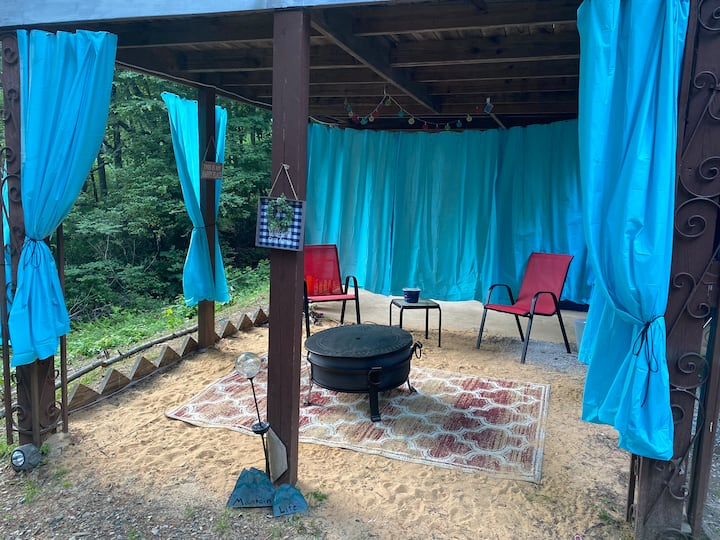 Blue Ridge Hideaway under my porch! ⭐️Free Coffee⭐️