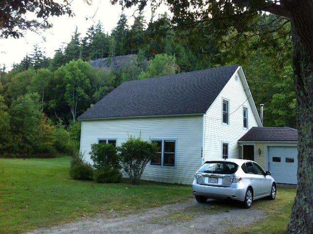 Adirondack Farmhouse - Keene Valley - Rumah
