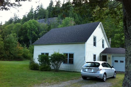 Adirondack Farmhouse - Keene Valley - Casa