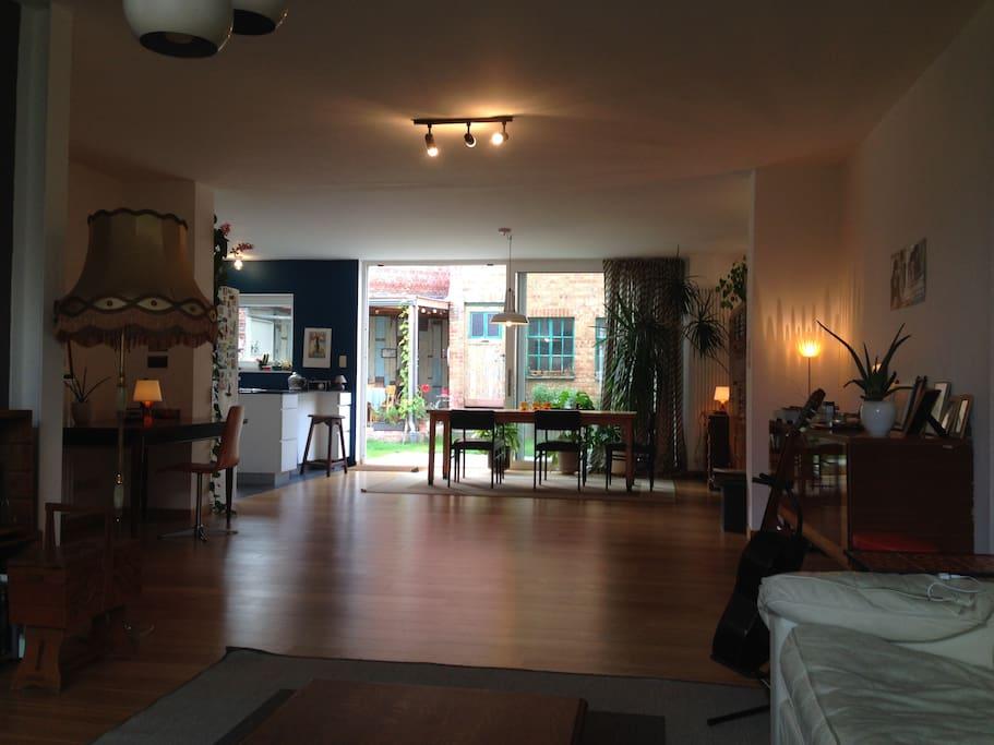 Spacious 'retro' Living room - Dining Area