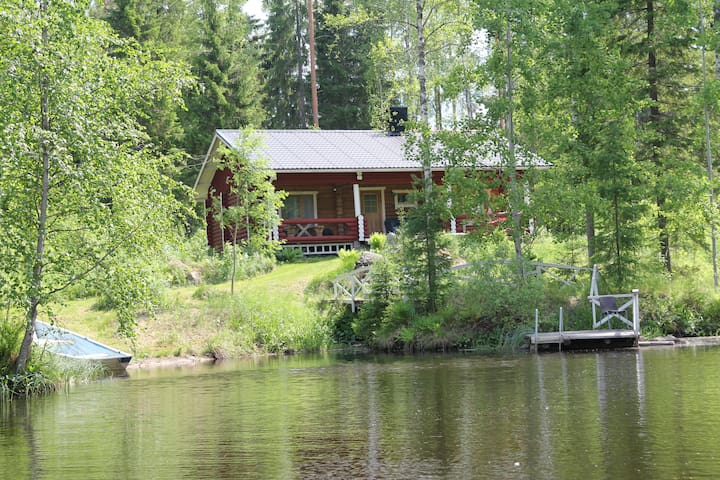 Hirsimökki/Log house in the middle of forest