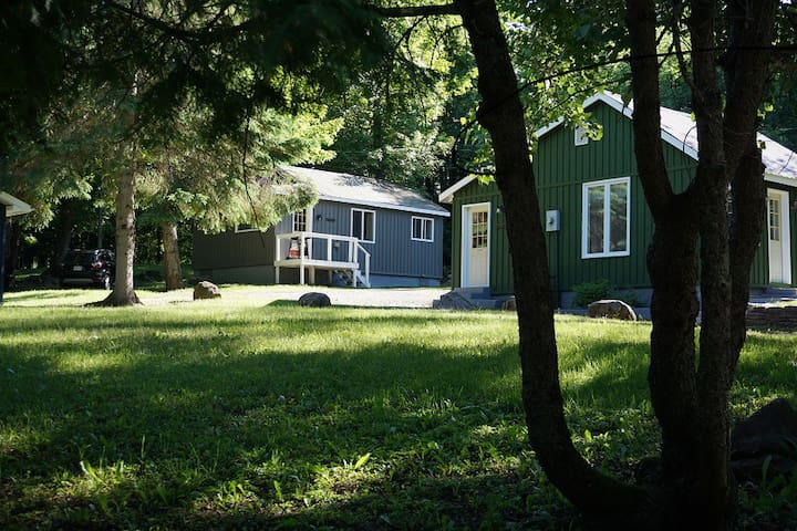 Sleeps 6-Walk to Lake/1 Min to Snowmobile Trails!