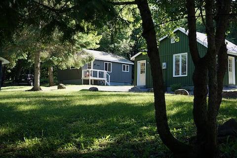 Birch Cabin-2 Min to Lakes/Snowmobile trails