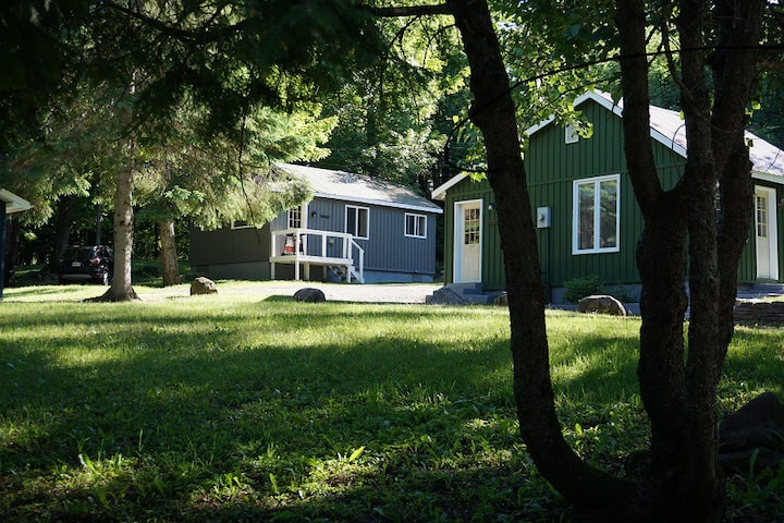 Birch Cabin-2 Min to Lakes/Snowmobile trails