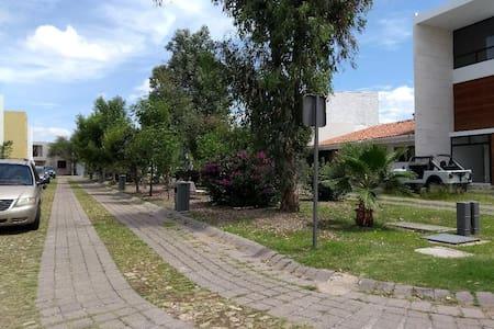 Hermosa casa cerca Tec de Monterrey y de Softek