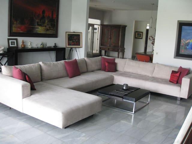 Cozy room in a stylish house - South Jakarta - ที่พักพร้อมอาหารเช้า