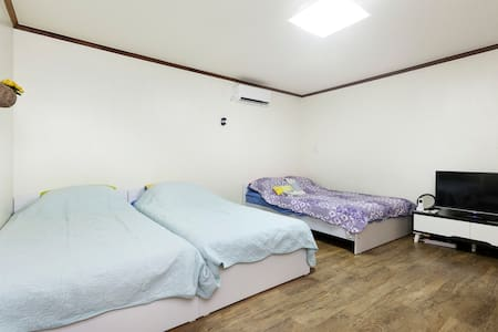 Nearby unique guesthouse^^in Jamsil - Songpa-gu  - Bed & Breakfast