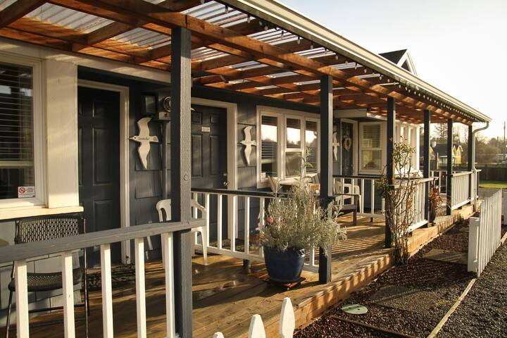 Boardwalk Cottages Studio with Jetted Tub Cottage