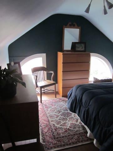 Cozy 3rd floor bedroom