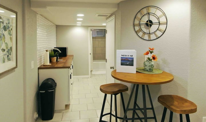 Private Basement Apt- Close to DU/S Pearl St