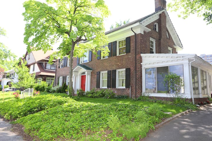 Forest Hill Colonial