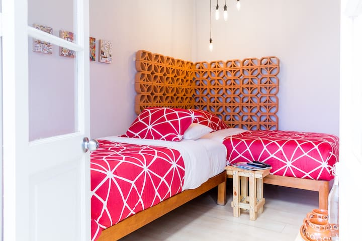 COZY ROOM WITH 2 TWIN BEDS IN ROMA/CONDESA!!!