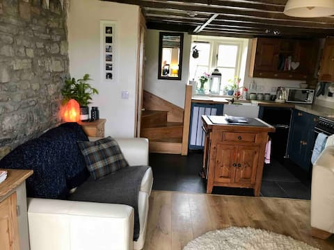 Gorgeous Stone Cottage - Sleeps 4 - Pets Welcome x