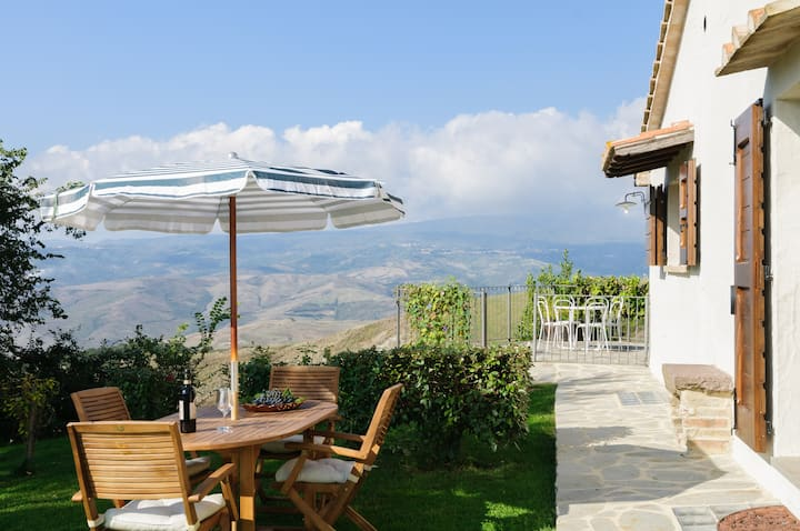 """Cottage """"L'Assolata"""" in Tuscany"""